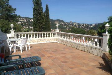 Восхитительная  Вилла  с  2-мя спальнями для продажи, Cala Canyelles, Ллорет-де-Мар