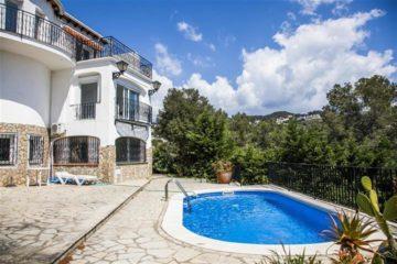 Роскошная недвижимость с 5-ю спальнями для продажи в Cala Canyelles, Lloret de Mar